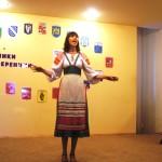 Звучит русская народная песня в исполнении библиотекаря Т.А. Лебедевой