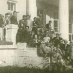 Стоят: 1-й - А. С. Никольский, 5-й - С. П. Светлицкий, 7-й - И. Г. Лангбард