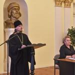 Иеромонах Андрей Кукушкин зачитывает приветствие митрополита Ярославского и Ростовского Пантелеимона